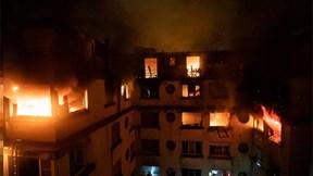 Chung cư ở Paris cháy lớn, hàng chục người thương vong