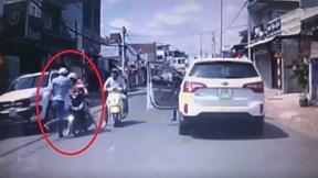 Người đàn ông tát người  phụ nữ vì tông phải con mình gây phẫn nộ