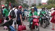 Trở về Thủ đô sau nghỉ Tết: 'Hết hồn' với giá xe ôm, taxi