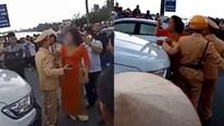 Xe đón dâu bị chặn vì đốt pháo sáng, mẹ chú rể đòi đập xe, cự cãi với CSGT