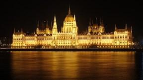 Tòa nhà Quốc hội được xây bằng 40 cân vàng ròng và nửa triệu viên đá quý