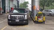 Xe 'Quái thú' của Tổng thống Trump đổ xăng ở Hà Nội