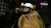 Phóng viên quốc tế quấn chăn ngủ gật, thâu đêm đưa tin tại ga Đồng Đăng