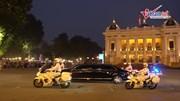 Hai đoàn xe của hai nhà lãnh đạo rẽ vào khách sạn Metropole