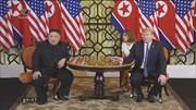 Sau 2 phút tản bộ, lãnh đạo Mỹ-Triều bước vào phiên họp mở rộng