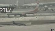 Máy bay trượt dài trên đường băng khiến hành khách hú vía
