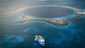 Bí ẩn hố khổng lồ có 'quái vật' dưới đáy đại dương