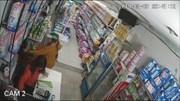 Nữ đạo chích bế con nhỏ nhanh tay trộm túi xách trong cửa hàng