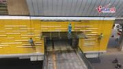 Xem công nhân đu dây xịt rửa nhà ga đường sắt Cát Linh - Hà Đông