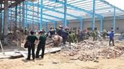 Sập tường nhà xưởng công ty may, 5 công nhân thiệt mạng