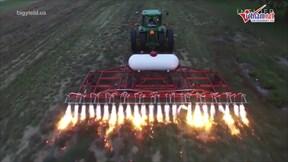 Máy phun lửa diệt cỏ từng bị lãng quên lại được 'hồi sinh'