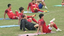 HLV Park cùng các cầu thủ U23 Việt Nam luyện tập 'bài lạ'