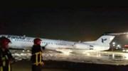 Máy bay chở 100 hành khách cháy rừng rực giữa đêm