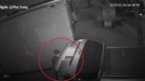 Đánh ô tô đi bẻ gương, trộm 2 xe máy lúc 4 giờ sáng