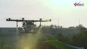 'Phi công' lái drone: Nghề cực 'hot' ở nông thôn Trung Quốc