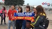 CĐV U23 Việt Nam - Thái Lan ôm nhau nhảy múa, đốt pháo sáng trước trận