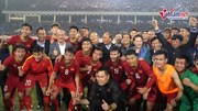 Thủ tướng, Chủ tịch Quốc hội xuống sân ôm thầy Park, chúc mừng U23 Việt Nam