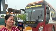 Tai nạn xe đâm đoàn đưa tang: Tôi cố vẫy tay nhưng xe khách không dừng