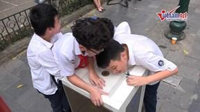 Trụ nước sạch miễn phí tại Thủ đô: Tiện lợi nhưng có đủ vệ sinh?