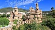 Bác sĩ Tây Ban Nha dành 7 năm xây lâu đài đồ sộ để tưởng nhớ thần tượng