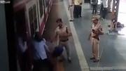 Cảnh sát phản ứng nhanh như điện, cứu người đàn ông suýt bị tàu nghiền nát