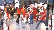 Nghị sĩ Nam Phi dùng ghế 'choảng' nhau trên sóng truyền hình