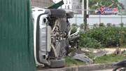 Hà Nội: Nữ tài xế lái Mercedes tông hàng loạt xe máy rồi lật nhào