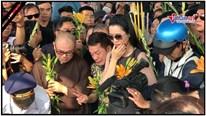 Người thân khóc nghẹn đưa tiễn nghệ sĩ Anh Vũ về nơi an nghỉ