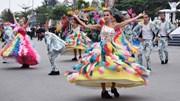 Vũ công Châu Âu nhảy 'bốc lửa' ở lễ hội biển Sầm Sơn
