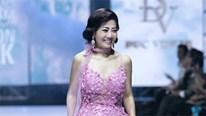 Diễn viên Mai Phương gượng cười catwalk dù đang điều trị ung thư
