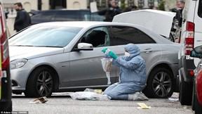 Xe đại sứ Ukraina bị đâm táo tợn, cảnh sát nổ súng bắt sống nghi phạm