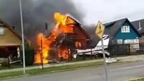 Khoảng khắc máy bay rơi trúng nhà dân khiến 6 người thiệt mạng
