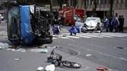 Xe điên đâm xe rác rồi cùng lao vào đoàn người đi bộ qua đường ở Tokyo