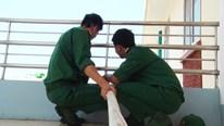 Bộ đội Sa Pa chở nước từ 3h sáng, xuyên trưa kéo nước sạch cho dân