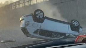 Tài xế say rượu đãnh võng trên đường gây tai nạn rồi lật nhào