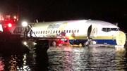 Máy bay Boeing 737 chở 142 người lao xuống sông ở Mỹ