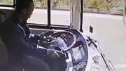 Mải dùng điện thoại, tài xế xe buýt gây tai nạn nghiêm trọng