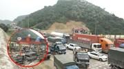 Dân 'vây' trạm thu phí BOT Hòa Lạc, ùn tắc kéo dài cả km