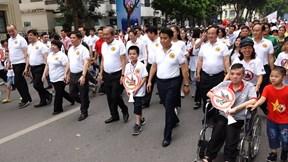 Gần 10.000 người đi bộ kêu gọi 'Đã uống rượu bia không lái xe'