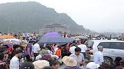 Du khách ùn ùn đổ về chùa Tam Chúc ngày khai mạc Đại lễ Vesak 2019