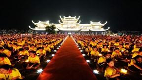 Hơn 40.000 hoa đăng thắp sáng Đại lễ cầu nguyện hòa bình thế giới