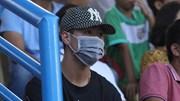 Duy Mạnh 'hóa trang ninja' đến cổ vũ đồng đội nhưng vẫn bị fan phát hiện