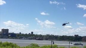 Rùng mình xem trực thăng mất lái lao sầm xuống sông