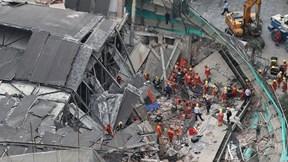 Sập đại lý Mercedes-Benz ở Thượng Hải, nhiều người bị chôn vùi