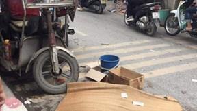 Hà Nội: Xe ba gác chở nặng mất phanh, lật nghiêng đè một người tử vong