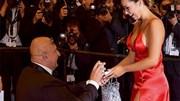 Màn cầu hôn 'độc nhất vô nhị' trên thảm đỏ Cannes 2019