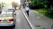 Tài xế xe buýt nhanh trí cứu sống người đàn ông bị lửa thiêu sống