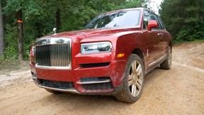 Tay chơi mang hẳn siêu xe Rolls-Royce Cullinan đi off-road