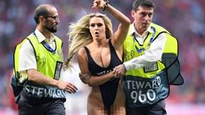 Người mẫu khoe thân làm chấn động Champions League là ai?