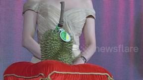 Sầu riêng Thái Lan hơn 1 tỷ đồng, nhiều đại gia vẫn tranh nhau mua